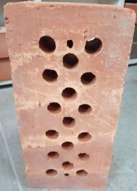 Кирпич фундаментный красный Волоконовка М150 с тех.отверстиями